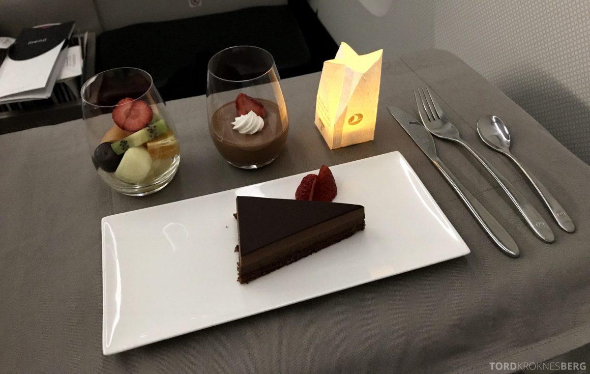 Turkish Airlines Business Class Istanbul Jakarta dessert