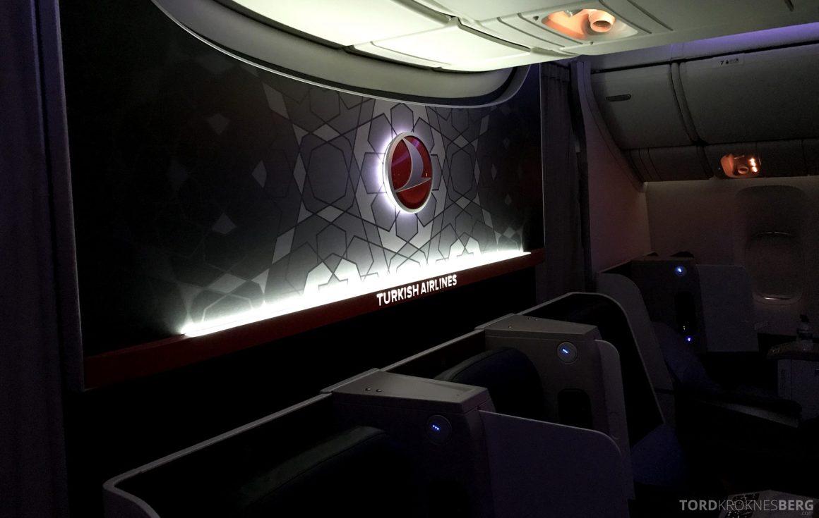 Turkish Airlines Business Class Istanbul Jakarta natt