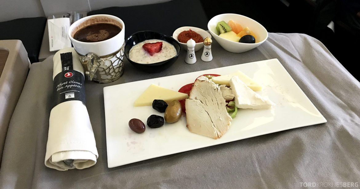 Turkish Airlines Business Class Istanbul Jakarta frokost