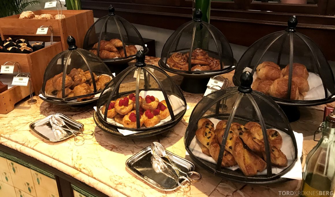 Raffles Hotel Singapore frokost bakst