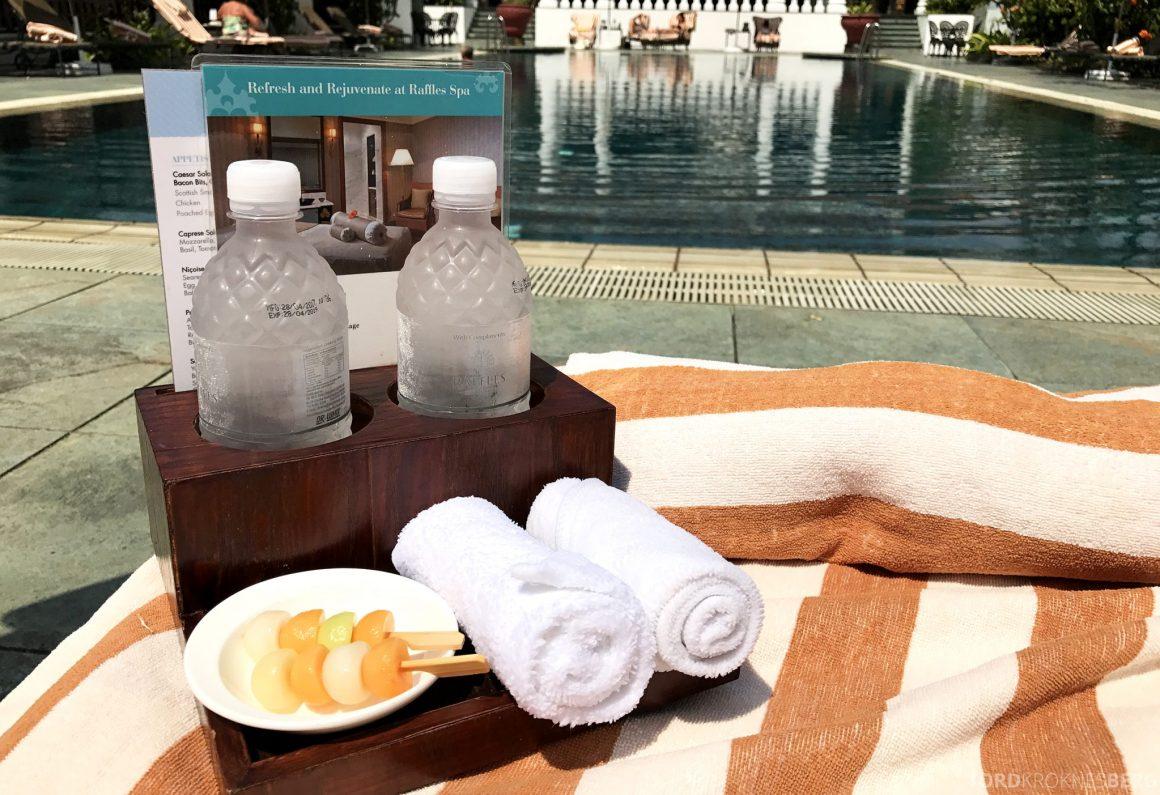 Raffles Hotel Singapore basseng service