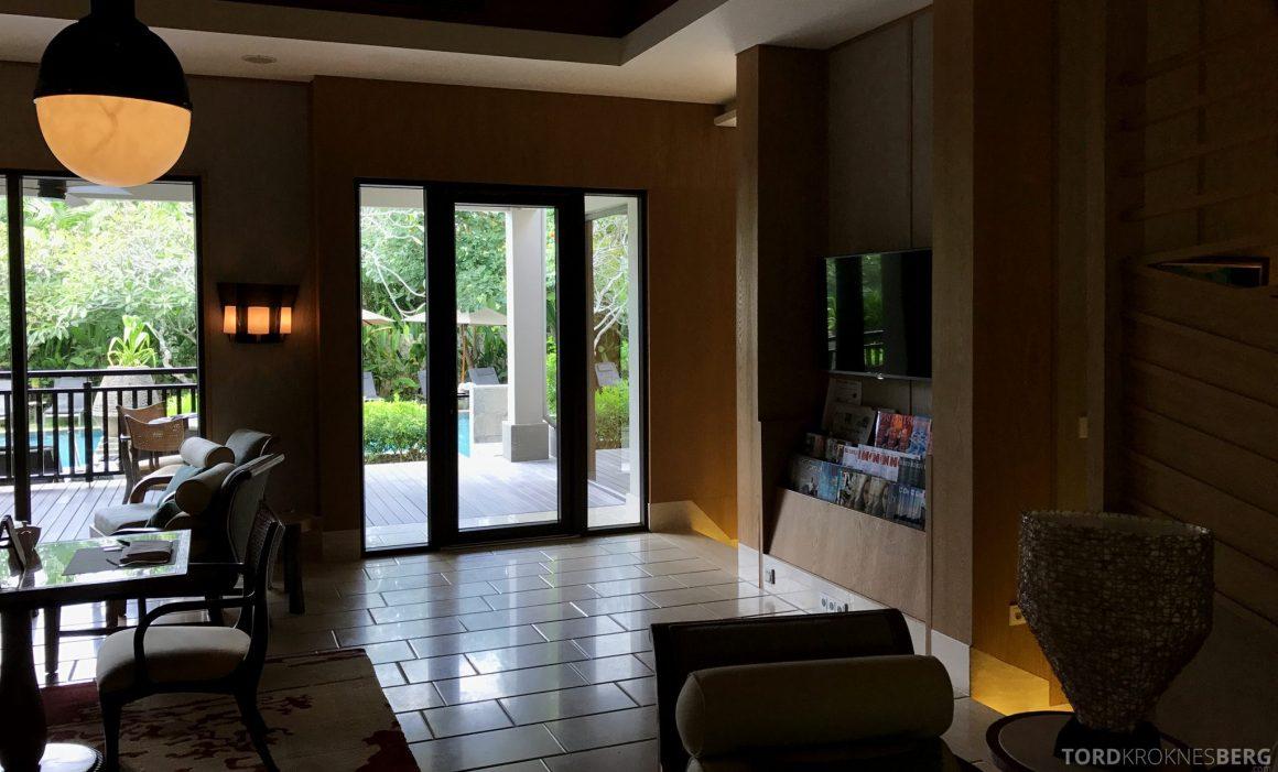 Ritz-Carlton Bali Club Lounge aviser og magasiner