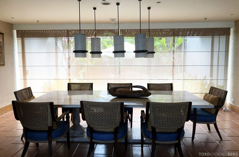 Ritz-Carlton Bali Suites presidential suite spisebord