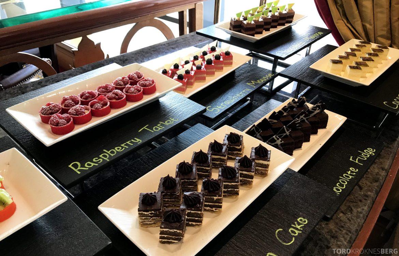 Ritz-Carlton Jakarta Club Lounge kaker lunch
