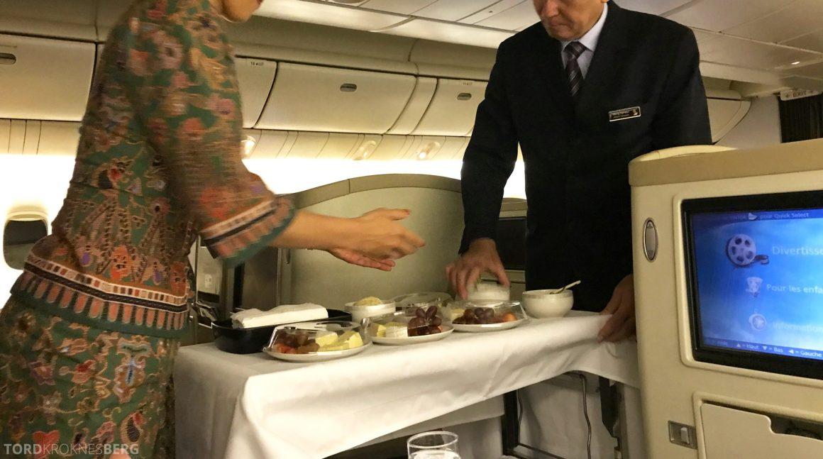 Singapore Airlines Business Class Wellington Canberra Changi servering dessert