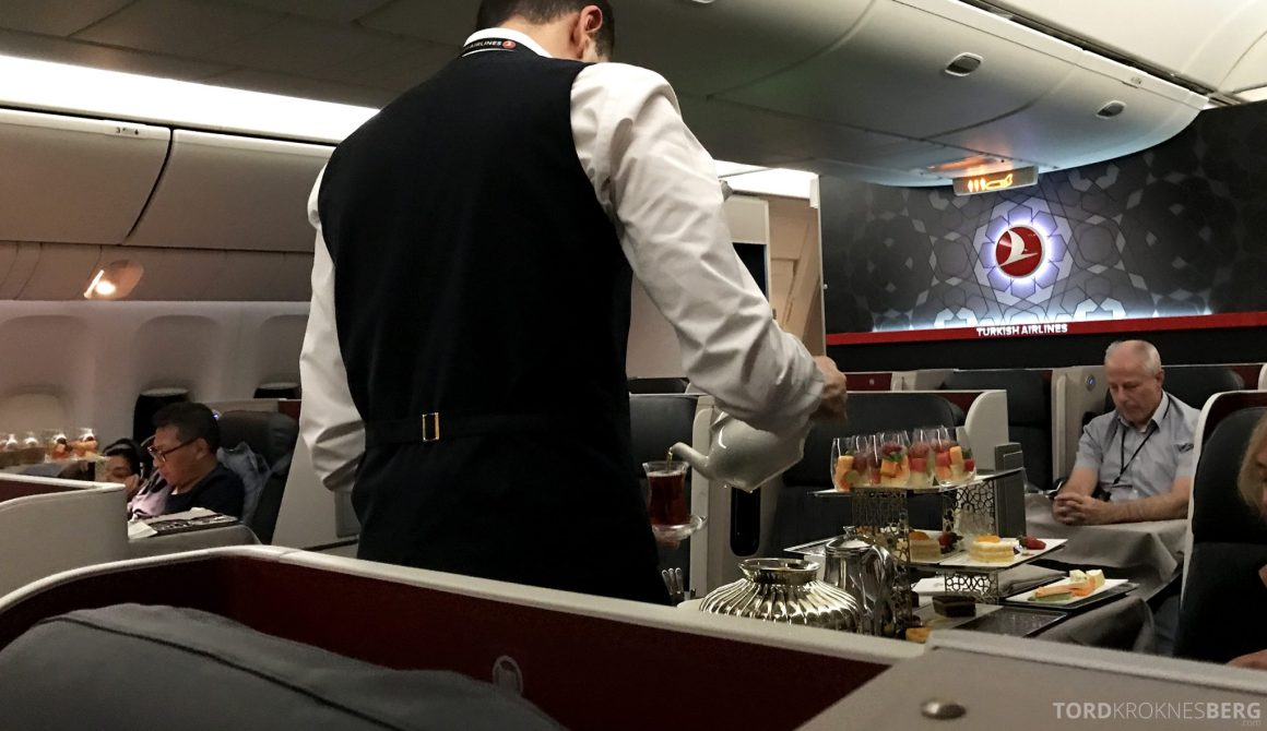 Turkish Airlines Business Class Jakarta Istanbul servering dessert
