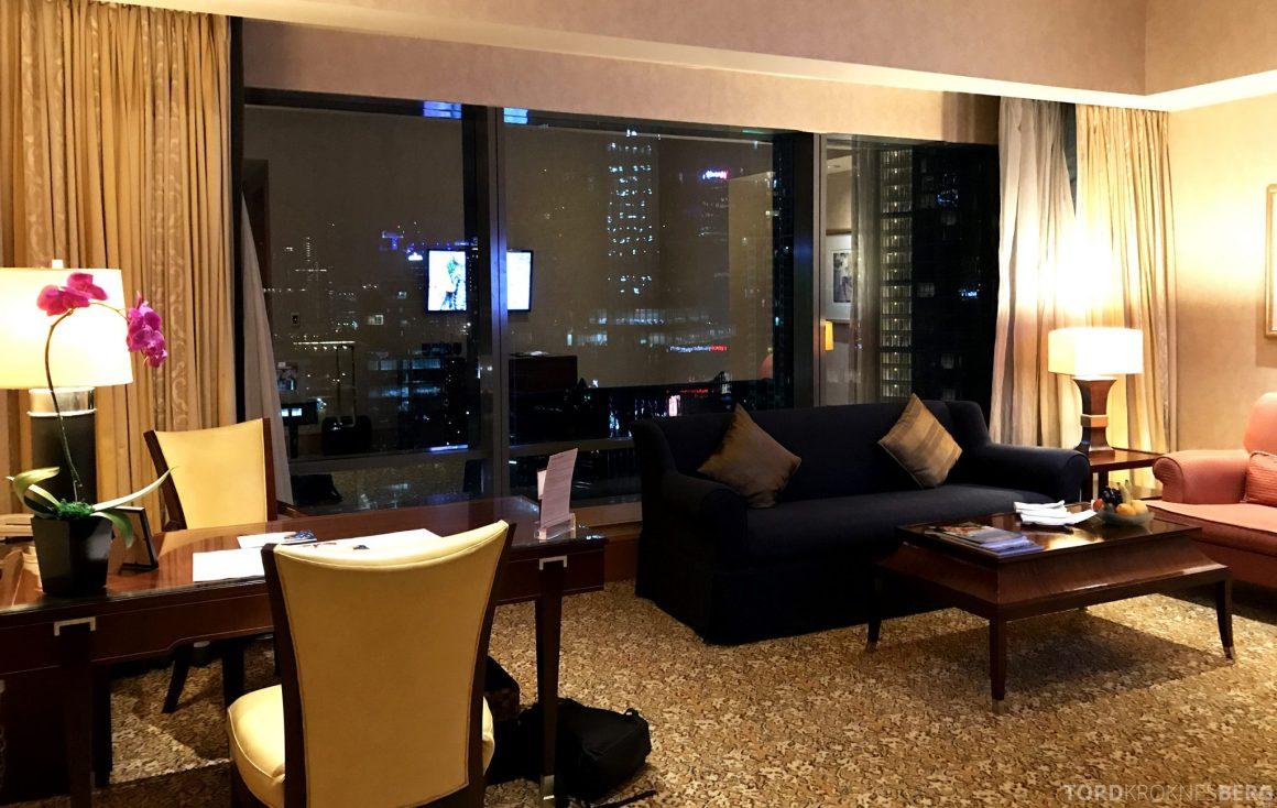 Ritz-Carlton Jakarta suite stue