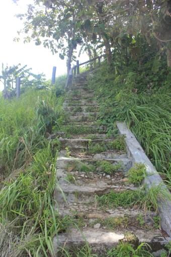 Menaiki bukit 1000 tangga