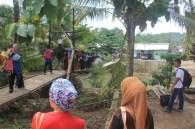 Mengantri di Jembatan Sawarna