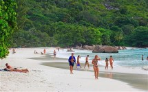Anse Lzio Beach