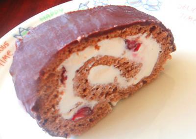 チョコとチェリーのロールケーキ