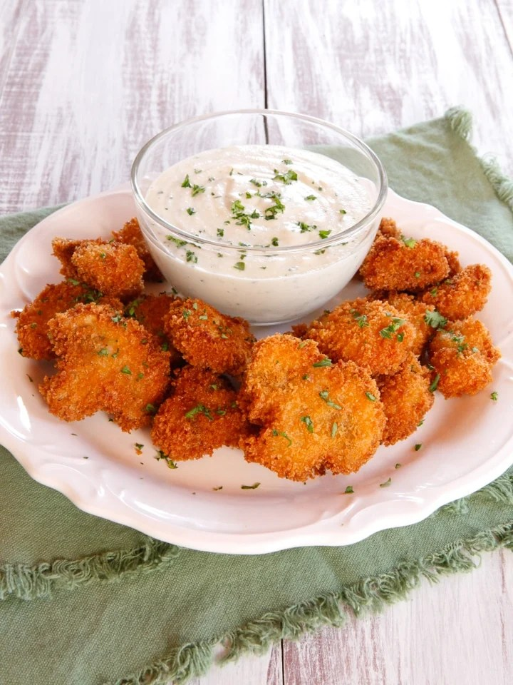 Vegan Panko Fried Mushrooms - Crispy Battered Mushrooms with a Creamy Cashew Dipping Sauce #MeatlessMondayNight