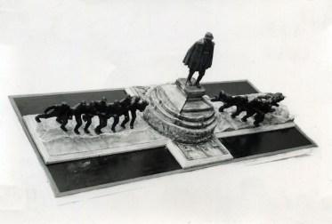monumento 23