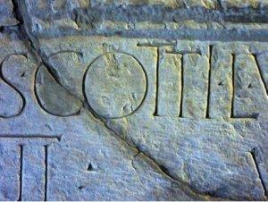 iscrizione marmo cozi