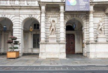 Il Principe Eugenio di Savoia sulla facciata del Municipio