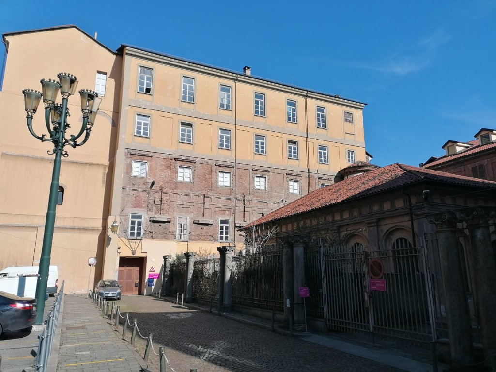 Cavallerizza, Torino, lato ex Accademia militare