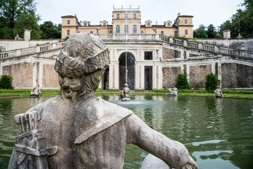 Villa della Regina, fontana e statua
