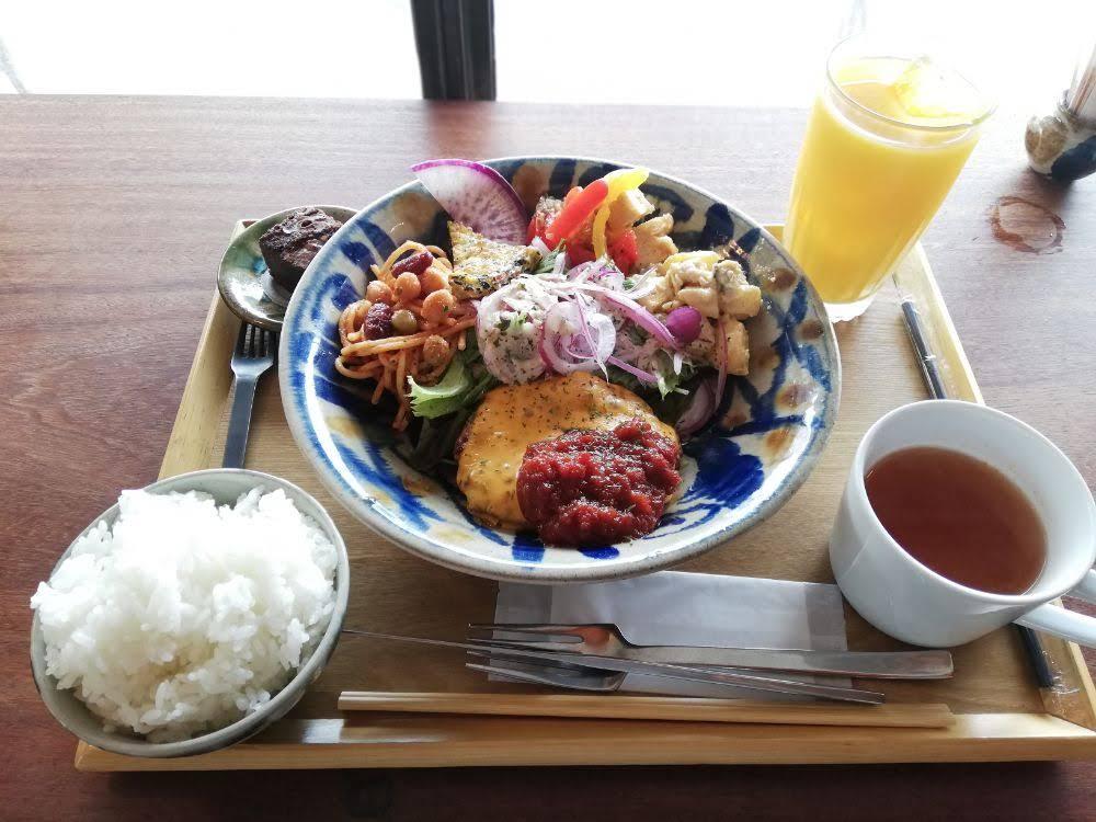 ISOLA KAFE ARRIVO(アリーヴォ・松江市)|宍道湖温泉近くの緑豊かなカフェで絶品ハンバーグ!