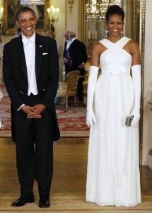 U.S. President Barack Obama and first lady Michelle Obama pose before a State Dinner hosted by Queen Elizabeth at Buckingham Palace in London, May 24, 2011. REUTERS/Larry Downing (BRITAIN - Tags: POLITICS)