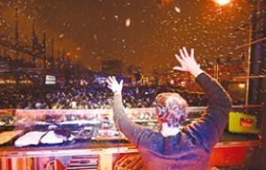 DJも寒さに負けず 最高の音楽を届ける©Miguel Legault