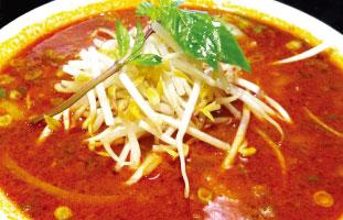 ◀Satay Pho 本来串焼きという意味のSatayだが、その時に使われるソースを応用したのがこれ。通常のフォーと異なりスープは赤く、辛いがコクのあるしっかりした味だ。インドネシア発祥のこのソールは中華料理と混ざり、様々なバリエーションがある。辛いもの好きには是非いろいろ食べ比べて頂きたい。 Pho 88 5197 Yonge St. / 416-225-8899
