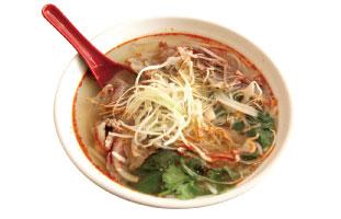 ▲Hue's Spicy Noodle 通常とても辛いBún bò Huếだが、ここでは店員に伝えると辛さの調節をしてくれるので、辛いものが苦手な人もこの料理を試すチャンス。モチモチした太いライスヌードルに牛肉、ソーセージ、パクチー、ネギとたっぷりトッピングが乗っている。夏にはパティオもあるのが嬉しい。 Hue`s Kitchen 774 Yonge St. / 416-967-0404
