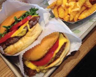 『Shake Shack』のハンバーガーは今まで食べた中で一番好き。パンのモチモチ感がいい感じです。