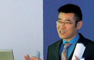 サスカチュワン州の対日本輸出産業について解説するYi Zengさん