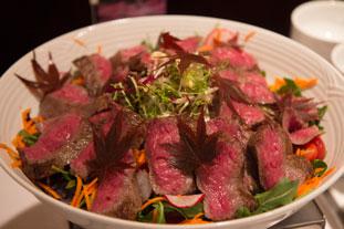 日本から取り寄せた和牛で魅力溢れる料理