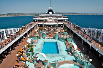 Magnifica-main-pool-deck