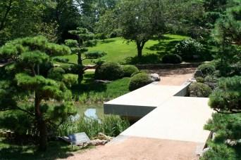 Chicago_Botanic_Garden_-_Zig_Zag_Bridge