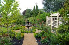 Traditional-home-garden-with-multi-level-bird-bath