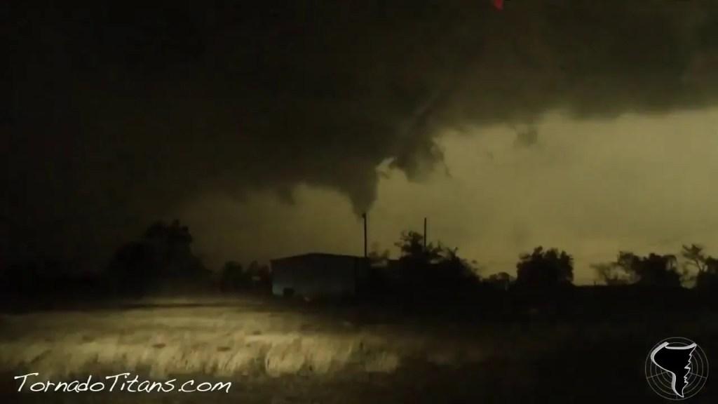 April 22, 2011 Storm Chase   Rope Tornado near Byars, OK