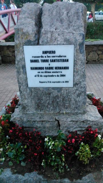 Hommage aux deux coureurs tués en 2004