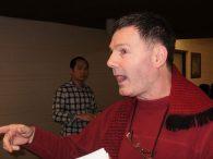 Councillor Glenn De Baeremaeker interacts with residents.