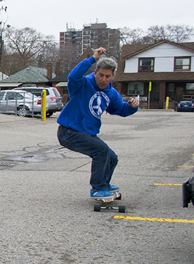 Longboarding expert Michael Brooke shows how it's done. (Kristin Eliason/Toronto Observer)