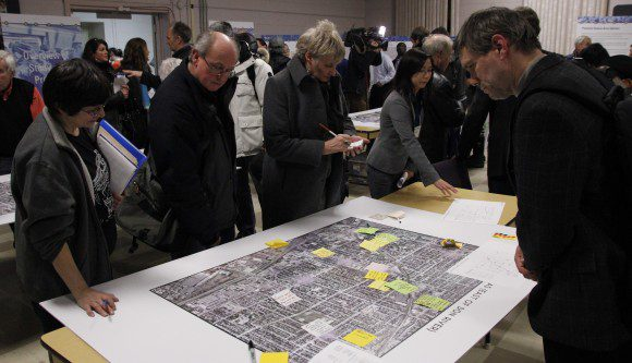 DRL meeting attendees study the proposed route area and post suggestions.