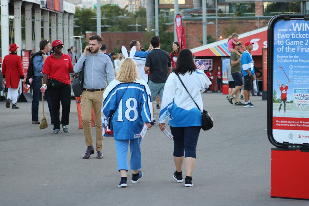 pair of Finland fans