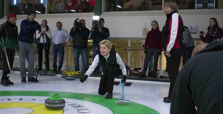 Kathleen Wynne curling