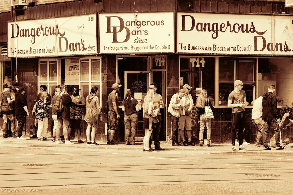 Toronto Diner Dangerous Dans Closes