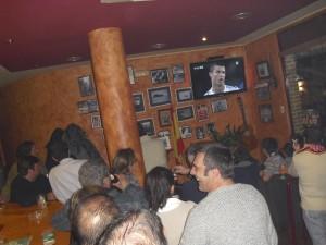"""Bar """"Casa Aizpuru"""", durante el partido."""