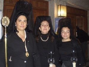 Las vecinas de Torrelodones vistieron mantilla negra el Viernes Santo