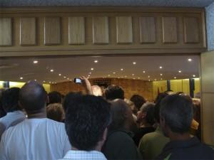 El Salón de Plenos del Ayuntamiento de Torrelodones, abarrotado, el 11-06-2011