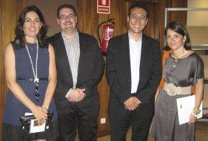 La Alcaldesa y la Concejal de Cultura de Torrelodones, junto a los organizadores del Fórum