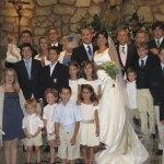 Leticia y Fernando con la familia de la novia