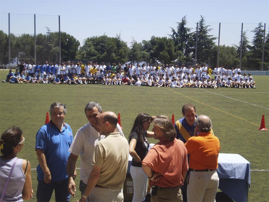 Equipos del Torrelodones C.F. en su fiesta de clausura de la temporada 2010-2011