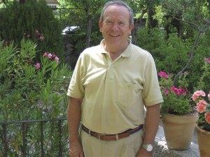 D. Pablo Urosa Martínez, en su casa de la colonia de Torrelodones