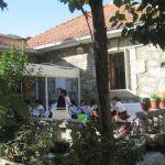 Clases de costura en la casa de las Hermanas Auxiliares Parroquiales