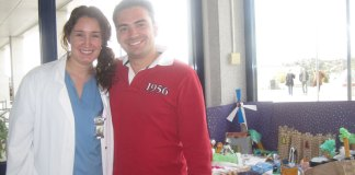 Dos concursantes del II Concurso de Belenes - Hospital Madrid Torrelodones