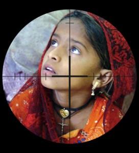 Cristianos perseguidos (Niña paquistaní) Ayuda a la Iglesia necesitada